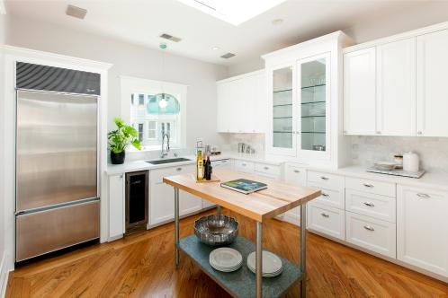 Bright, spacious Kitchen