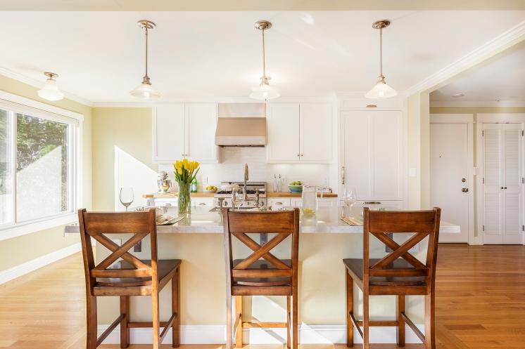 Designer Kitchen w/ Bar Counter