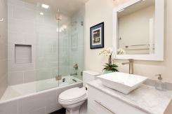 1365 Scott #2, Full Bath
