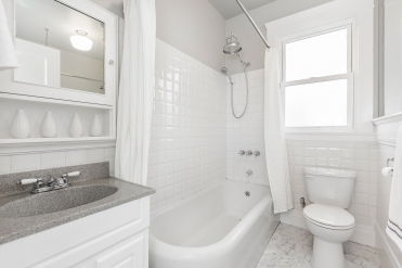 1487 Chestnut Bathroom