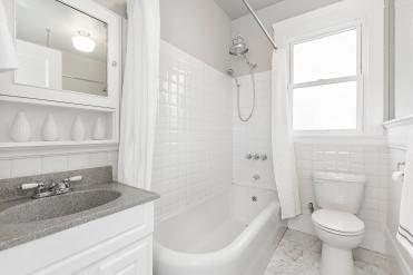 1487 Chestnut Bathroom