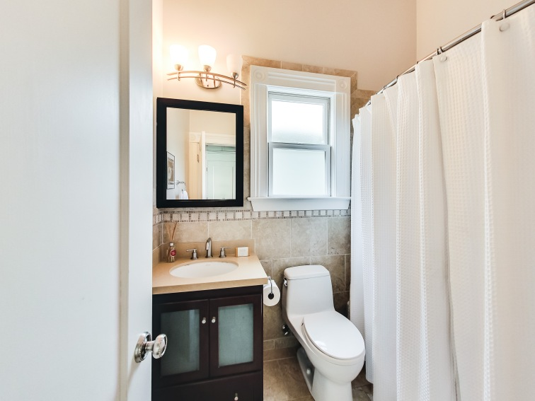 2154 A Market Bathroom