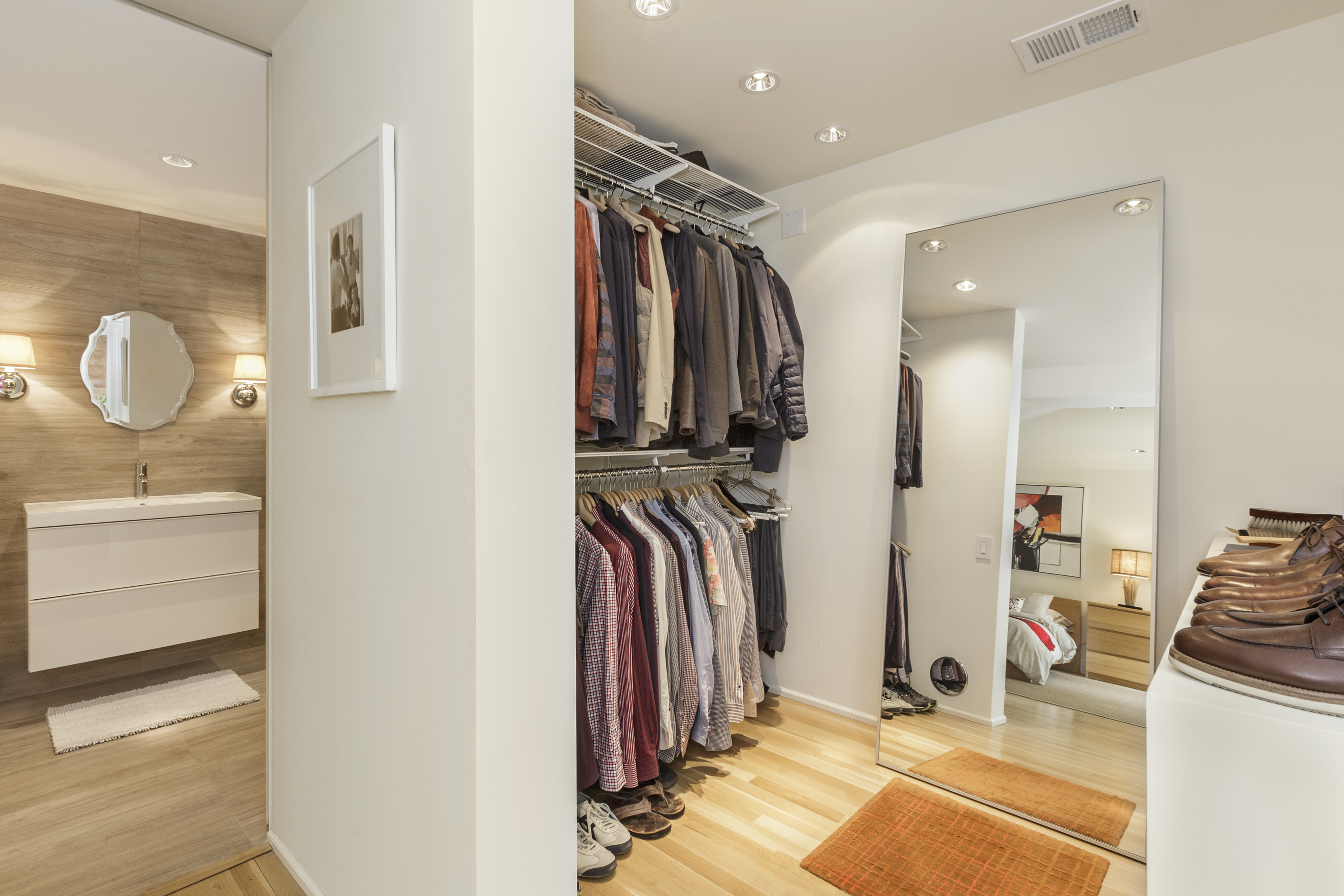 Sold 1957 11th ave golden gate heights 1 400 000 for Master bathroom with walk in closet