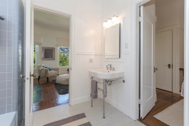 707 Cole St. | Bathroom On Upper Level